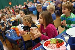 Polskie dzieci pobiły Rekord Guinnessa w największej lekcji gotowania zdrowego śniadania