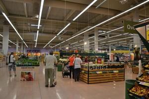 Hipermarket Tesco, który ma odzwierciedlać potrzeby współczesnego klienta - zdjęcia