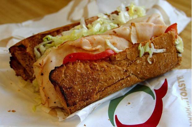 Wzrasta zainteresowanie Polaków gotowymi kanapkami w sklepach