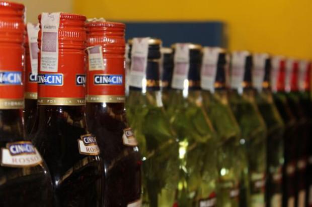 Wermuty w stagnacji, wina wzmacniane powoli rosną