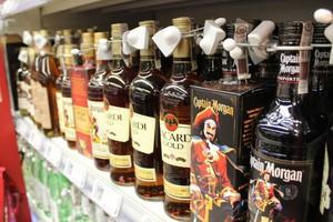 Rum pozostaje w niszy