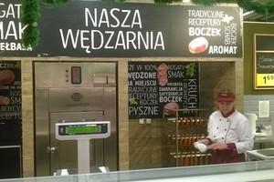 Tesco testuje własną wędzarnię w hipermarkecie w Tychach