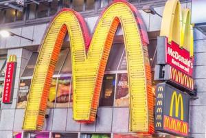 Wyniki McDonalds znów spadły - ósmy miesiąc z rzędu