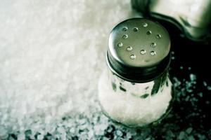 Producenci żywności powinni mniej solić