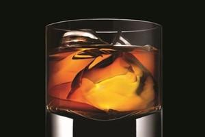 Kobiety coraz chętniej sięgają po whisky i burbony