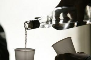 Rosjanie nie mają pieniędzy na drogi alkohol.Znaleźli wyjście