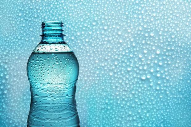Rynek wód butelkowanych będzie rósł w 2015 r., ale nieco wolniej