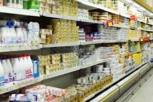 Biedronka żąda obniżenia cen produktów mleczarskich o 15 - 20 proc.