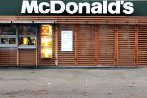 Pracownicy sieci McDonald's i Walmart chcą podwyżek