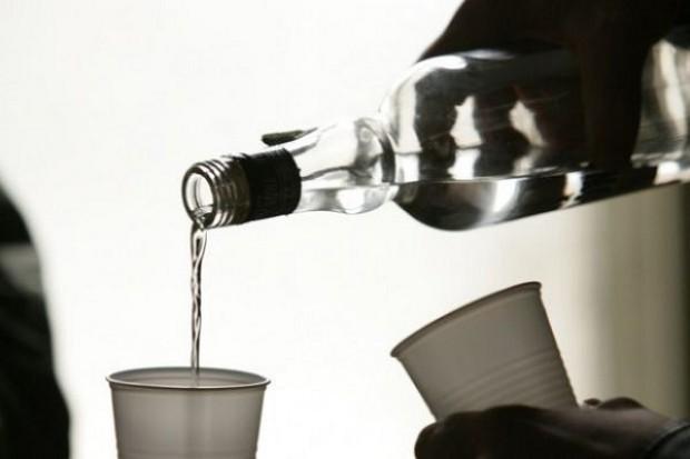 PARPA: Cena za standardową porcję 10 g czystego alkoholu powinna wynosić 2 zł