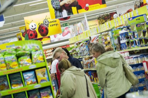 Biedronka z nową, skuteczną strategią asortymentową - analiza zmian na półkach sklepów