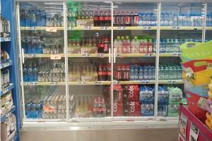 Biedronka rozpoczęła sprzedaż schłodzonych napojów i wody