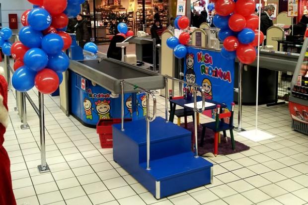 Carrefour wprowadza do hipermarketów kasy rodzinne