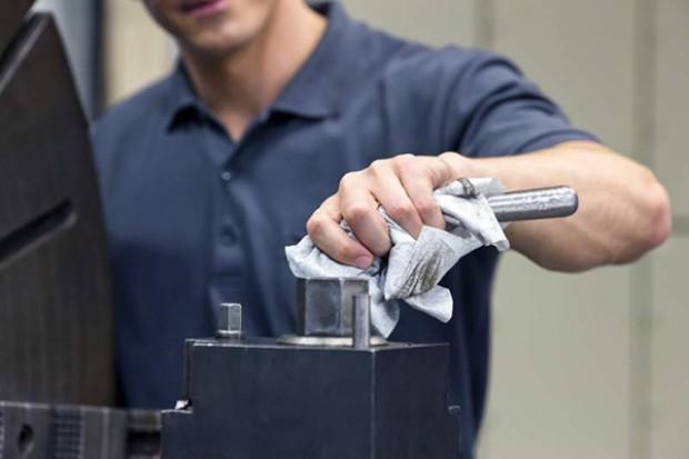 Czyściwa przemysłowe mogą ograniczyć koszty zarządzania odpadami w przedsiębiorstwie aż o 80% – wynika z badań marki Tork