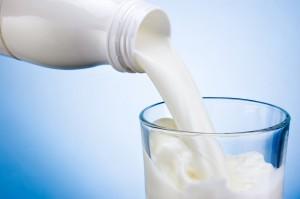 Mleko na rynku krajowym coraz tańsze