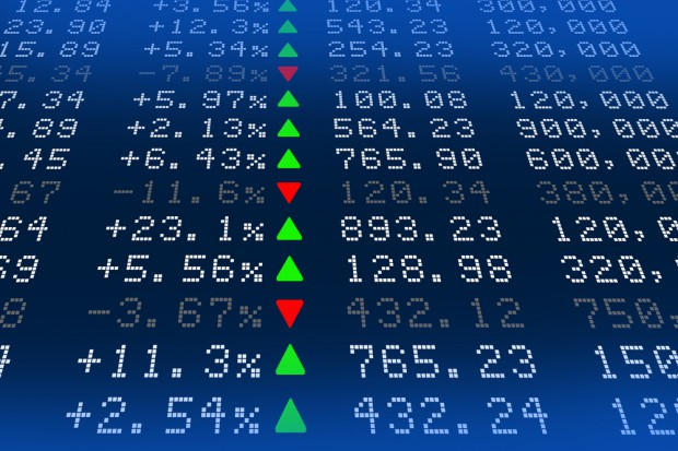 Spółki handlowe z GPW odrabiają poranne spadki