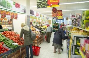 Raport: Biedronka i Lidl mają podobną lokalizację produktów świeżych w sklepie