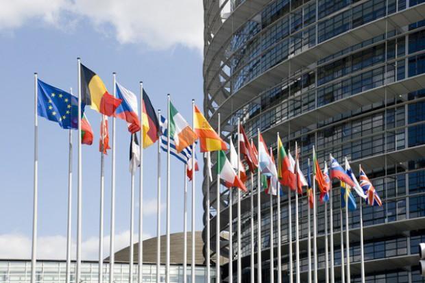 Parlament Europejski wezwał do pomocy dla producentów mleka