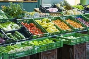 Bronisze: Sezon na krajowe warzywa i owoce w pełni. Analiza cen