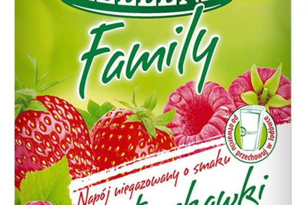 Hellena przygotowała owocowe napoje dla całej rodziny