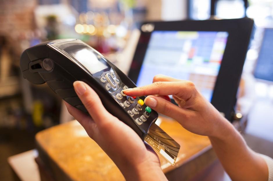 W trzech czwartych małych sklepów wciąż istnieją limity płatności kartą