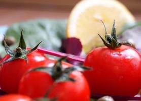 Polacy kupują owoce i warzywa w supermarketach