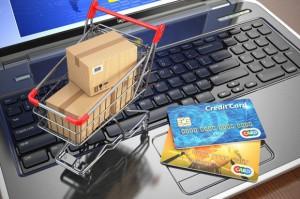 Polacy najchętniej robią e-zakupy korzystając z laptopa, ale nie tylko
