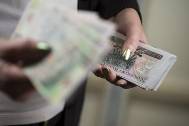 Wynagrodzenia w firmach wzrosły o 2,5 proc.