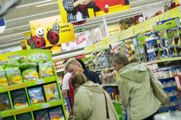 Dyskonty wygrywają z hipermarketami w stolicy
