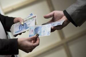 Polacy zarabiają relatywnie mało