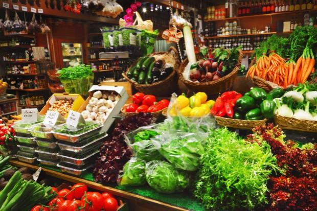 Na rynku w Broniszach pojawiły się już jabłka, śliwki i gruszki