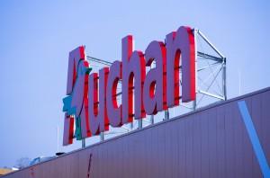 Biedronka, Auchan, Tesco, Carrefour - jaka sieć ma najwięcej sklepów w centrach handlowych?