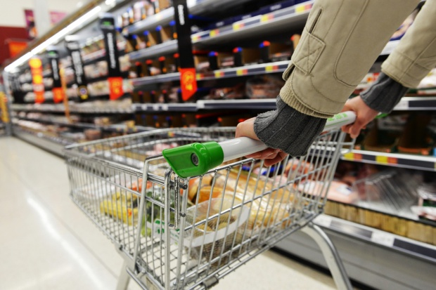 Sklepy inwestują w gastronomię i usługi finansowe