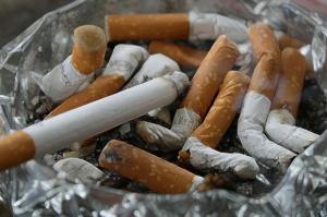 W Rzymie duża kara za rzucenie niedopałka papierosa na ulicy