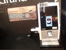 ZdjÄ™cie numer 4 - galeria: Biedronka testuje w sklepach stoiska z kawÄ… na wynos