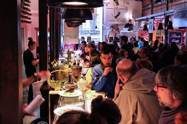 Kontrole w czeskich restauracjach w związku ze sprzedawaniem alkoholu nieletnim