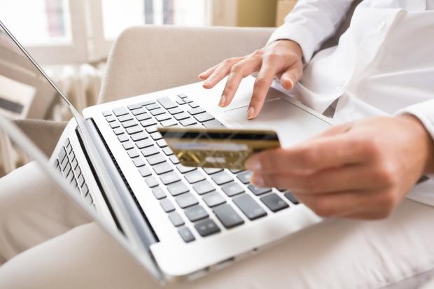 Polacy więcej kupują przez internet, bo czują się bezpieczniej