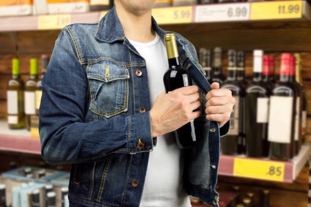 Coraz więcej złodziei w sklepach w Polsce