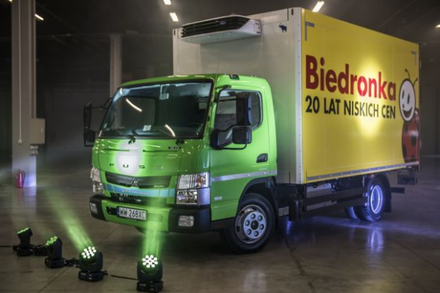 Biedronka inwestuje w hybrydowe samochody ciężarowe