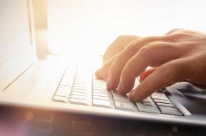 Blisko 76 proc. gospodarstw domowych z dostępem do internetu