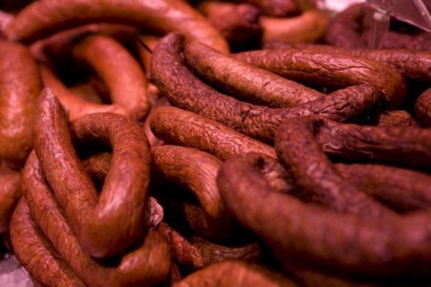 Raport WHO uderza w branżę mięsną. Wędliny powodują raka!