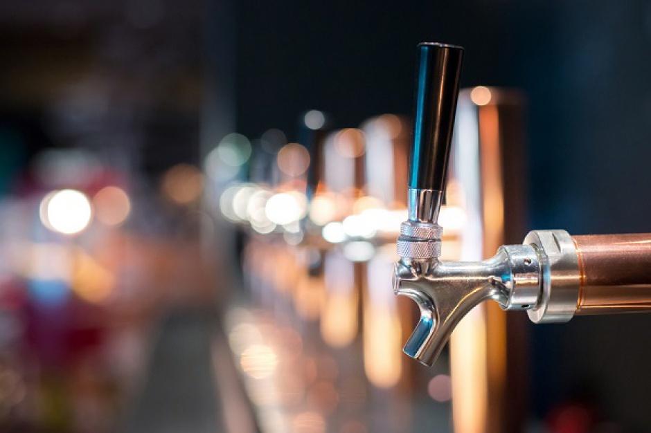 Carrefour sprzedaje piwo z nalewaka. Sieć zadowolona z projektu