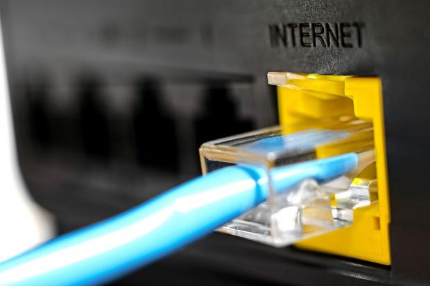 Polskie firmy mają kłopoty z dostępem do internetu i energii