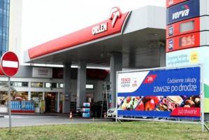 """Stacje paliw zaczynają korzystać na popularności sklepów """"za rogiem"""""""