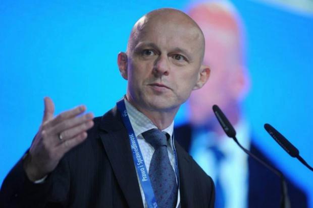 Szałamacha: Podatek od sieci handlowych przyniesie 2,5-3 mld zł wpływów