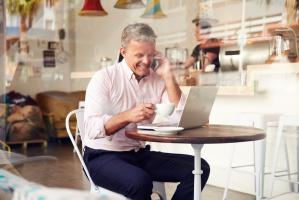 36 proc. 50-latków utrzymuje się z pracy zawodowej
