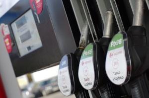 Benzyna i olej napędowy tańsze o 10 proc.