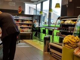 Zdjęcie numer 2 - galeria: Carrefour coraz mocniej łączy koncept handlowy z gastronomią