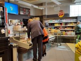 Zdjęcie numer 3 - galeria: Carrefour coraz mocniej łączy koncept handlowy z gastronomią
