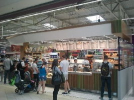 Zdjęcie numer 8 - galeria: Carrefour coraz mocniej łączy koncept handlowy z gastronomią